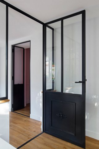 porte de style atelier d 39 artiste en acier battante ou frappe. Black Bedroom Furniture Sets. Home Design Ideas