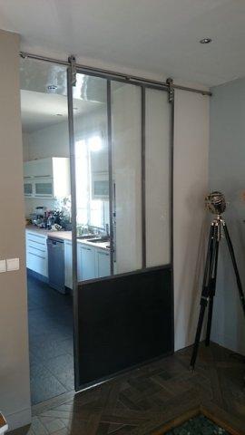 Porte coulissante atelier d 39 artiste vitr e et en acier 1 for Porte coulissante 93 cm