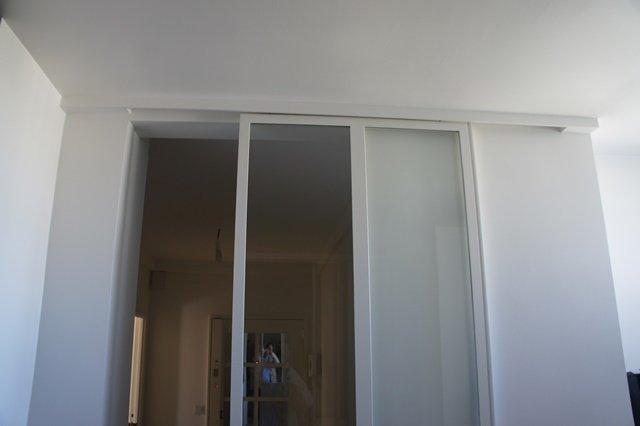 Porte coulissante atelier d 39 artiste vitr e et en acier 1 for Installation d une porte coulissante