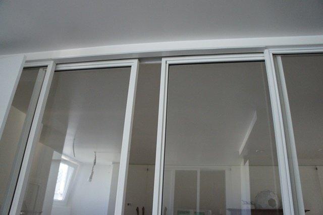 Porte coulissante atelier dartiste vitrée et en acier  1 vantail ou