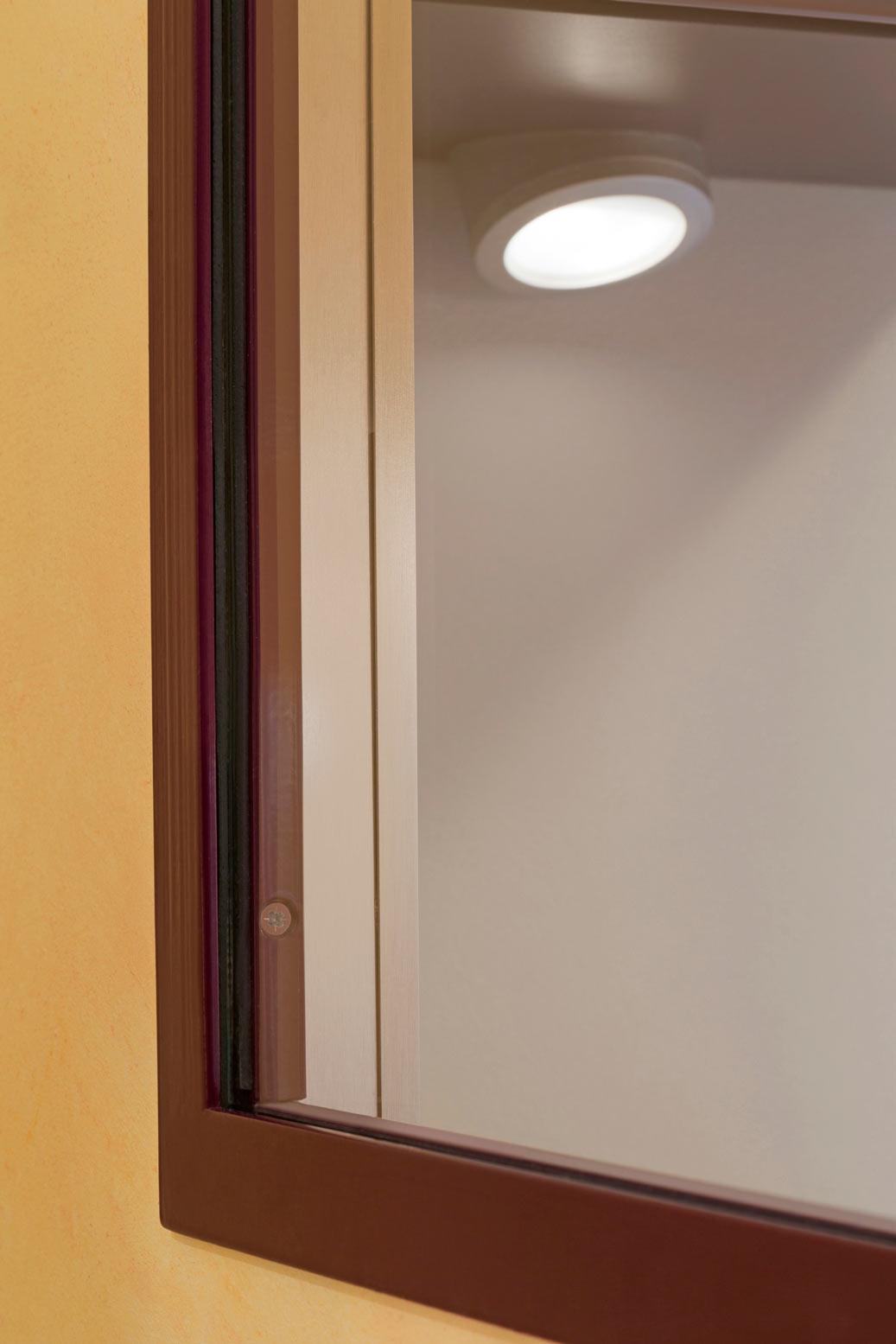 Verri re et cloison atelier d 39 artiste pour une cuisine ou for Peut utiliser four sans vitre interieure