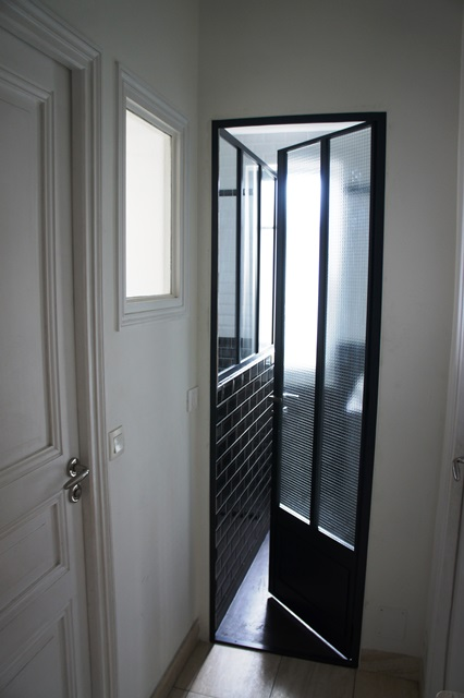 une verri re atelier d 39 artiste en acier inxoyadable pour une salle de bain ou un pare douche. Black Bedroom Furniture Sets. Home Design Ideas