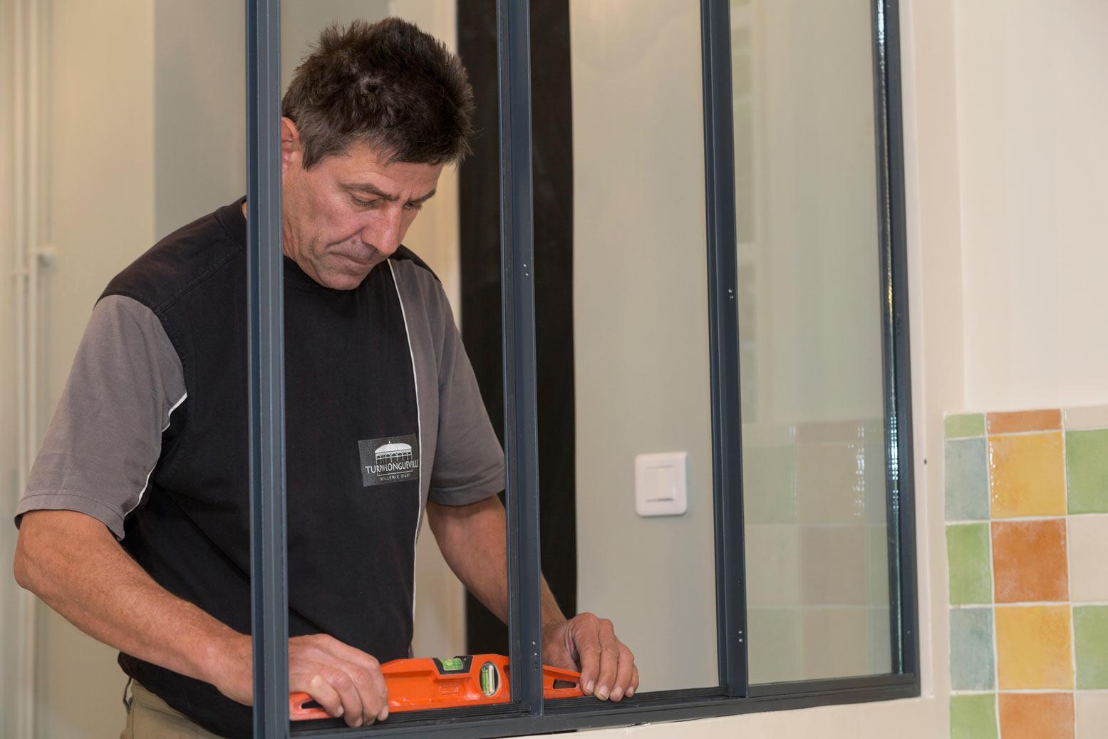Faire installer et poser une verri re cloison vitr e for Fabriquer une verriere atelier