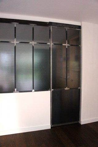 Porte coulissante atelier d 39 artiste vitr e et en acier 1 for Prix verriere acier