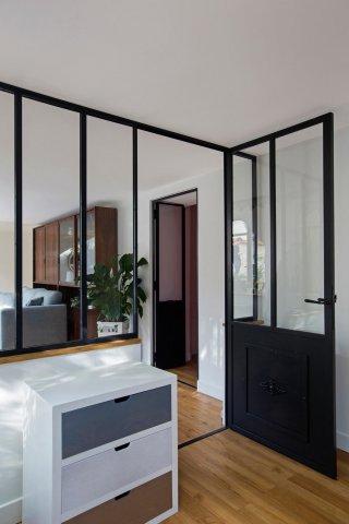 une verri re atelier pour s parer un bureau ou un espace. Black Bedroom Furniture Sets. Home Design Ideas