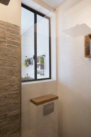 Salle d'eau avec verriere